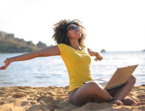 Como estimular o cérebro a produzir substâncias que deixam você mais feliz